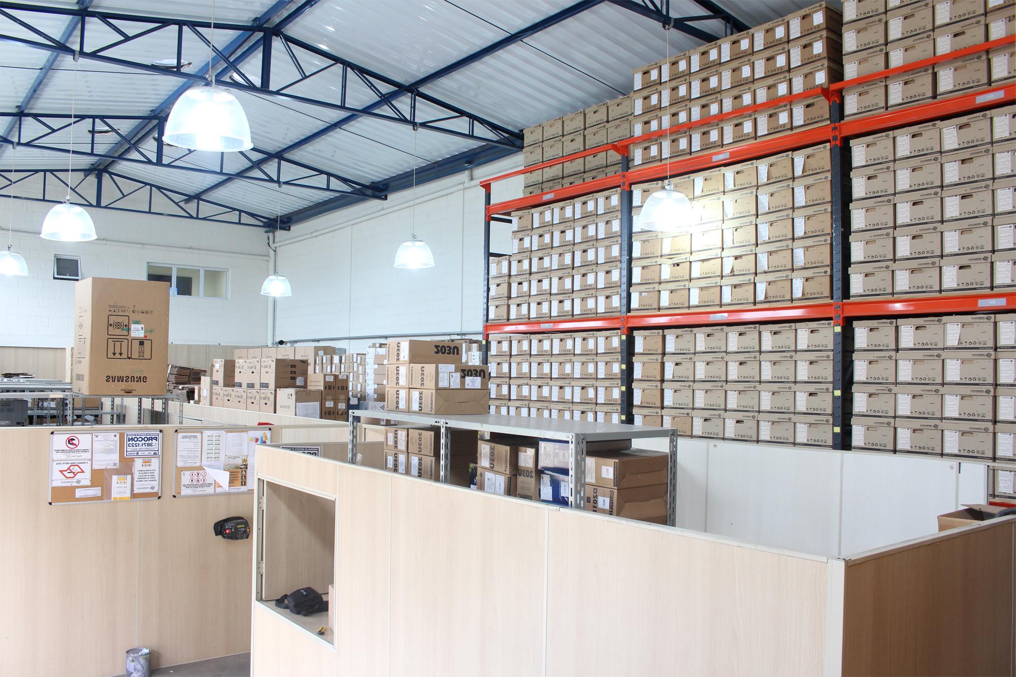 Prateleira com caixas | Xerografia - Gestão de Documentos Campinas